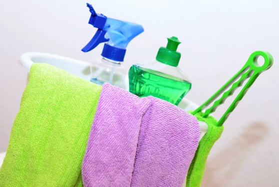 Beginner's Guide to Switching to Non-Toxic Cleaning Products